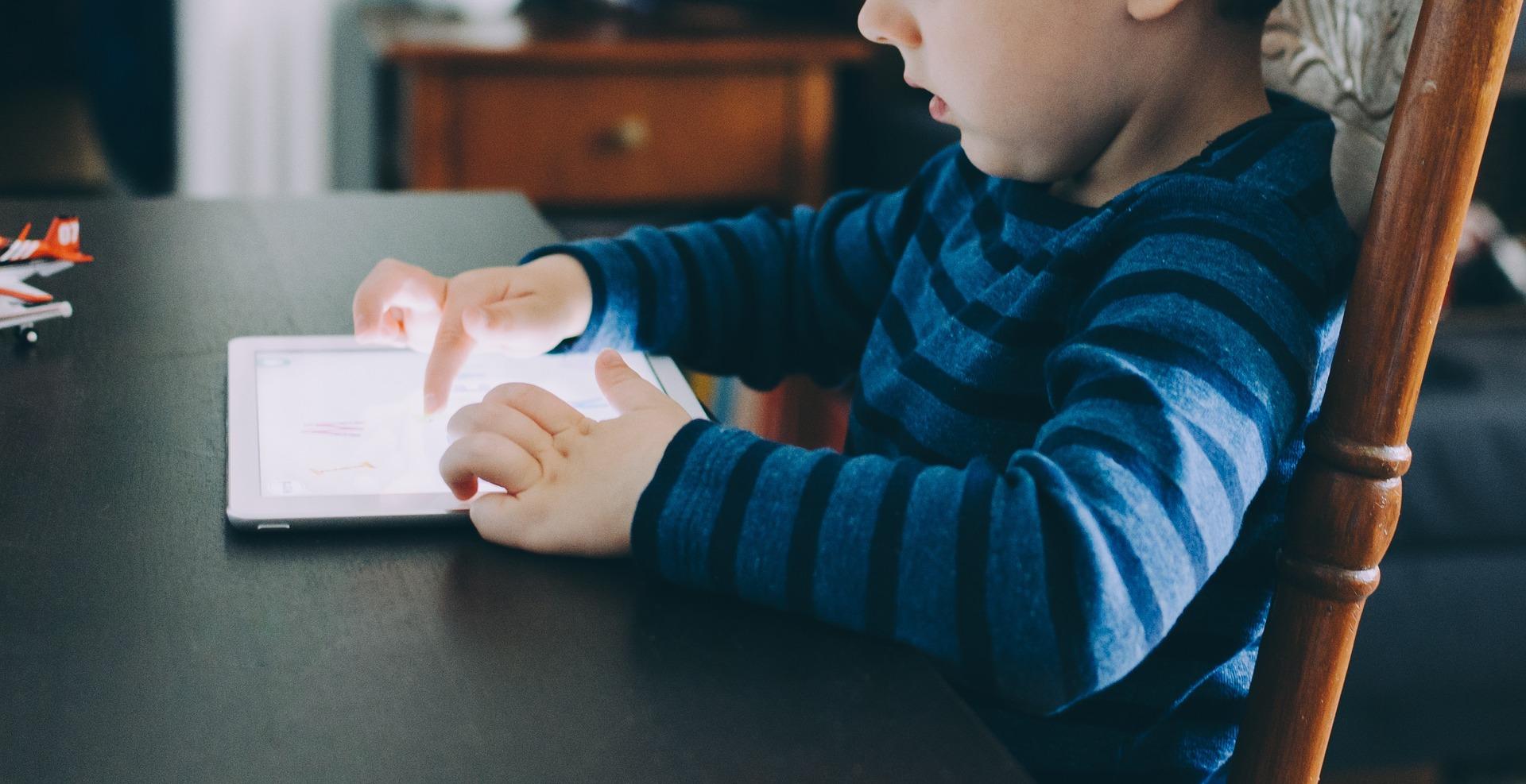 Virtuell autism? – skärmtid, strålning och blått ljus.