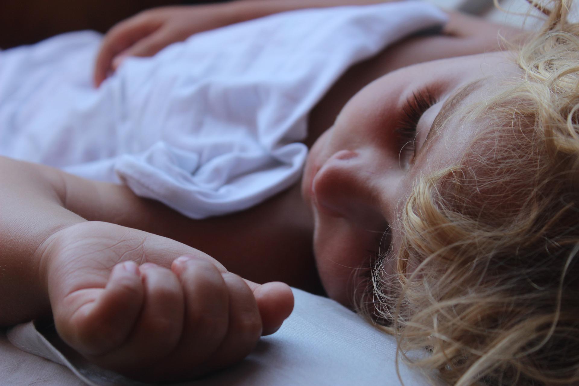 Sömnproblem ger giftbelastad hjärna hos barn.